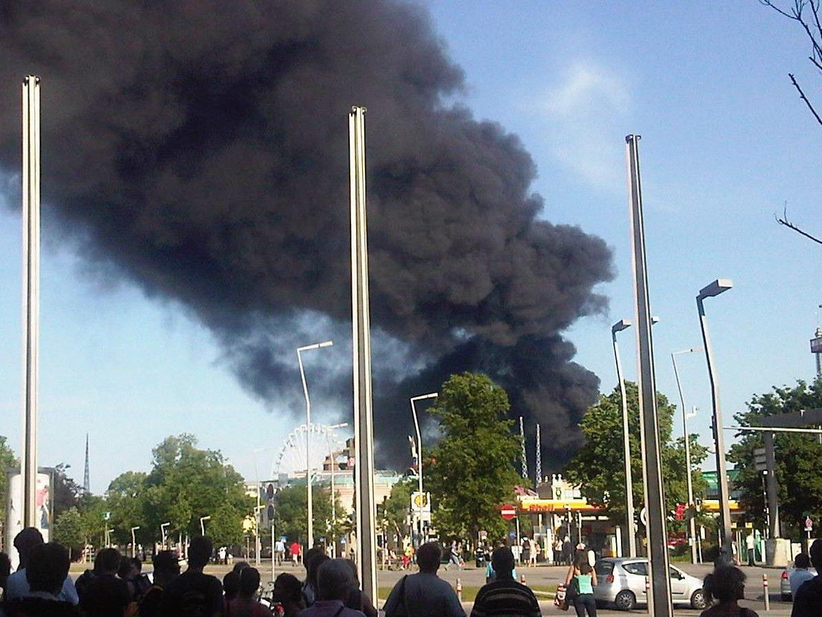 Brand am Baustellengelände der neuen WU: Ein Bauarbeiter wurde verletzt in ein Krankenhaus gebracht.