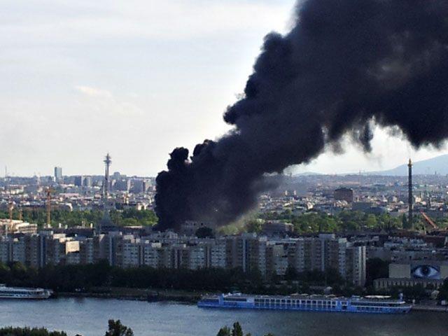 Diese Rauchsäule stand am Donnerstag über dem 2. Bezirk. Es brennt der Campus der WU Wien
