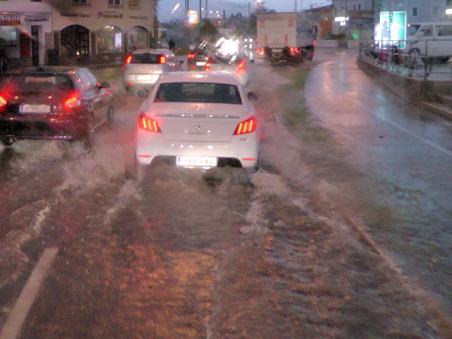 Die Straßen waren überflutet, zahlreiche Muren gingen ab.