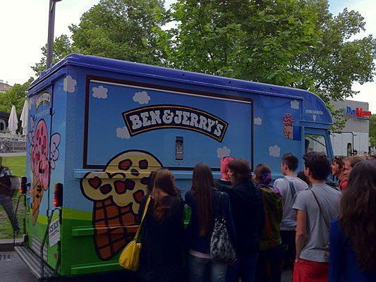 Der Ben & Jerry's Truck machte nahe dem Karlsplatz Station - unser Leserreporter war dabei