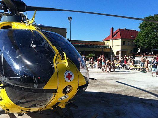 Ein Rettungshubschrauber des ÖAMTC musste zu einem der Badeunfälle ausrücken