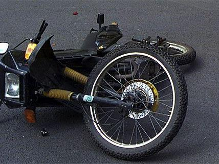 Schwarzer Tag für Zweirad-Fahrer in Niederösterreich: Bei mehreren Unfällen mit Moped und Co. gab es Verletzte
