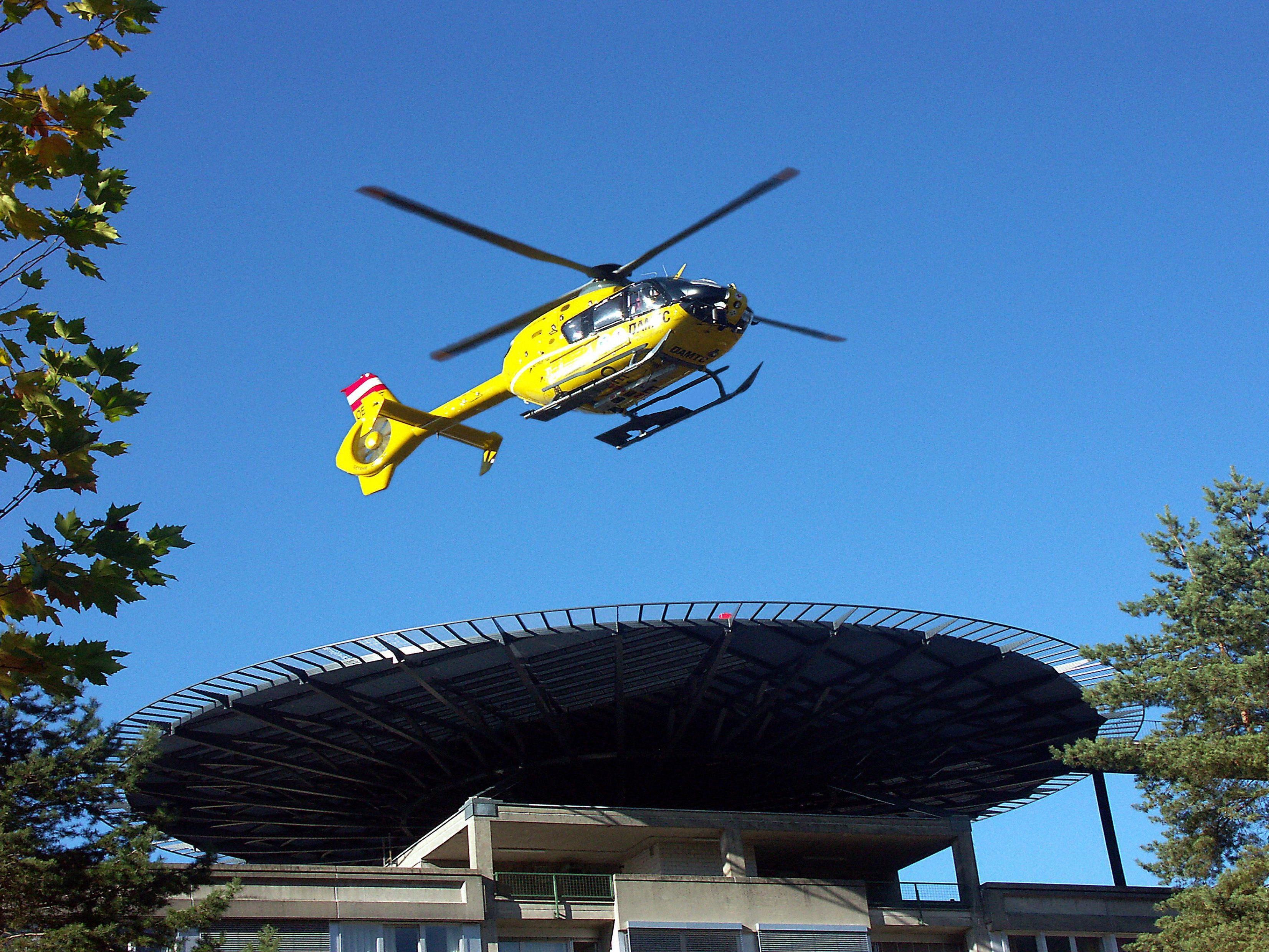 Der verletzte Kleinkind wurde mit dem Rettungshubschrauber in Spital nach Linz geflogen.
