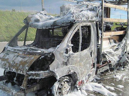 Der Lkw mit Benzin-Fässern, der auf der S1 Feuer gefangen hatte, konnte glücklicherweise abgelöscht werden