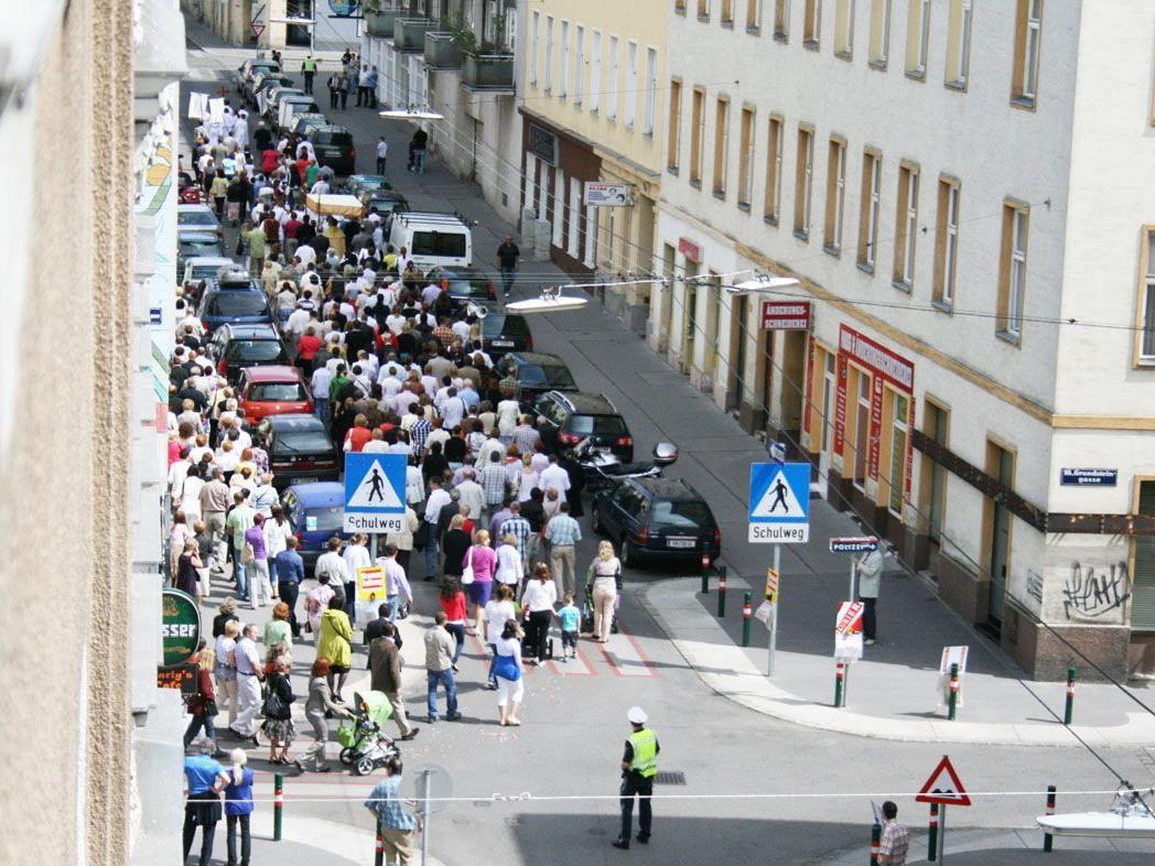 Eine recht ansehnliche Prozession zu Fronleichnam in Ottakring