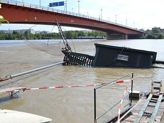 Dieses gesunkene Fischerboot entdeckte unser Leserreporter