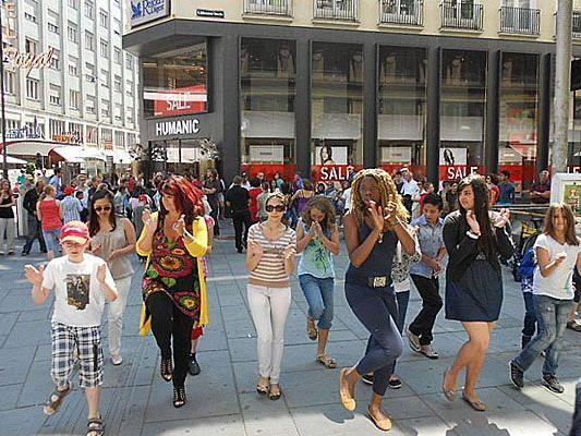 Bald tanzten am Stock-im-Eisen-Platz nicht nur Schüler, sondern auch Passanten gemeinsam