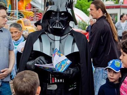 Darth Vader mitten in Wien am 1. Science Fiction Day im Prater.