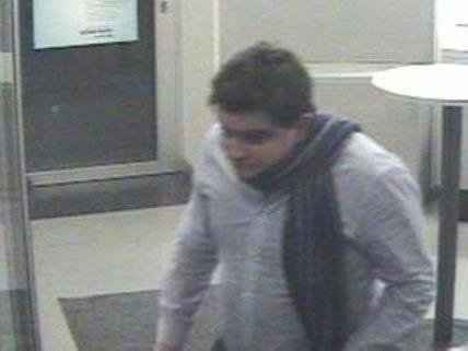 Ein dritter mutmaßlicher Täter hat später Geld mit der gestohlenen Bankomatkarte abgehoben.