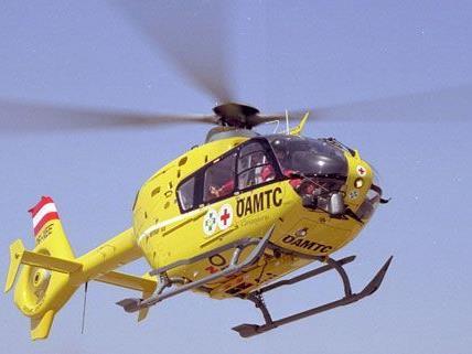 Mit einem ÖAMTC-Hubschrauber musste das Unfallopfer von der A23 abgeholt werden