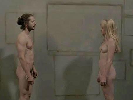 Gemeinsam mit Schauspielerin Denna Thomsen zieht Shia LaBeouf im surrealen Clip blank.