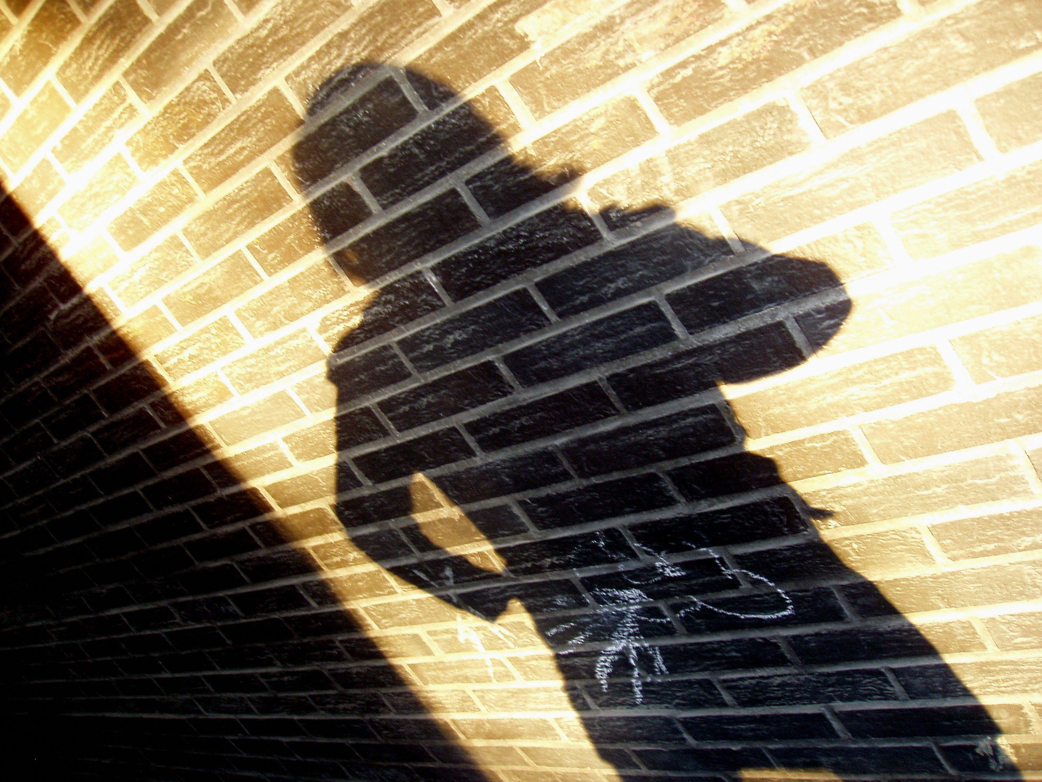 Der Justizbedienstete soll vier ehemalige weibliche Häftlinge und Frauen von Häftlingen sexuell missbraucht haben.