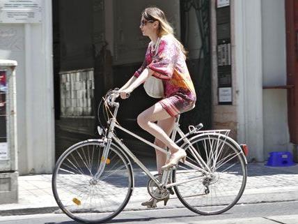 Schick angezogene Menschen auf schicken Rädern werden in dem Blog gezeigt.