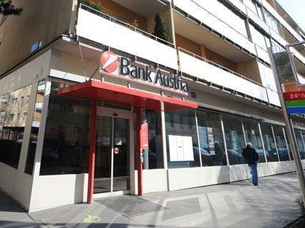In dieser bank wollten die Räuber den Geldboten überfallen, dieser schoss jedoch auf sie.