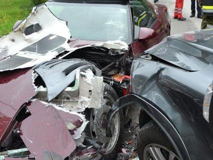 Sieben Menschen wurden verletztz und auch der Sachschaden nach der Unfallserie auf der LH137 ist beträchtlich.