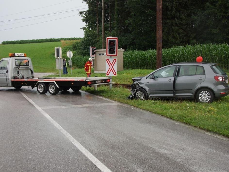 Auf rutschiger Fahrbahn kam ein Pkw-Lenker ins Schleudern.