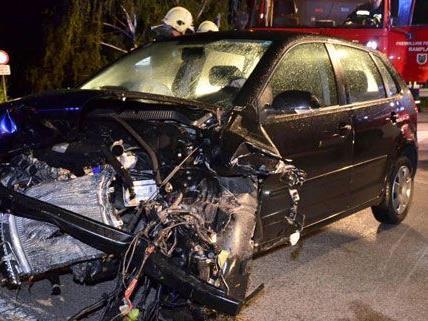 Schwerer Verkehrsunfall mit zwei Fahrzeugen im Bezirk Neunkirchen