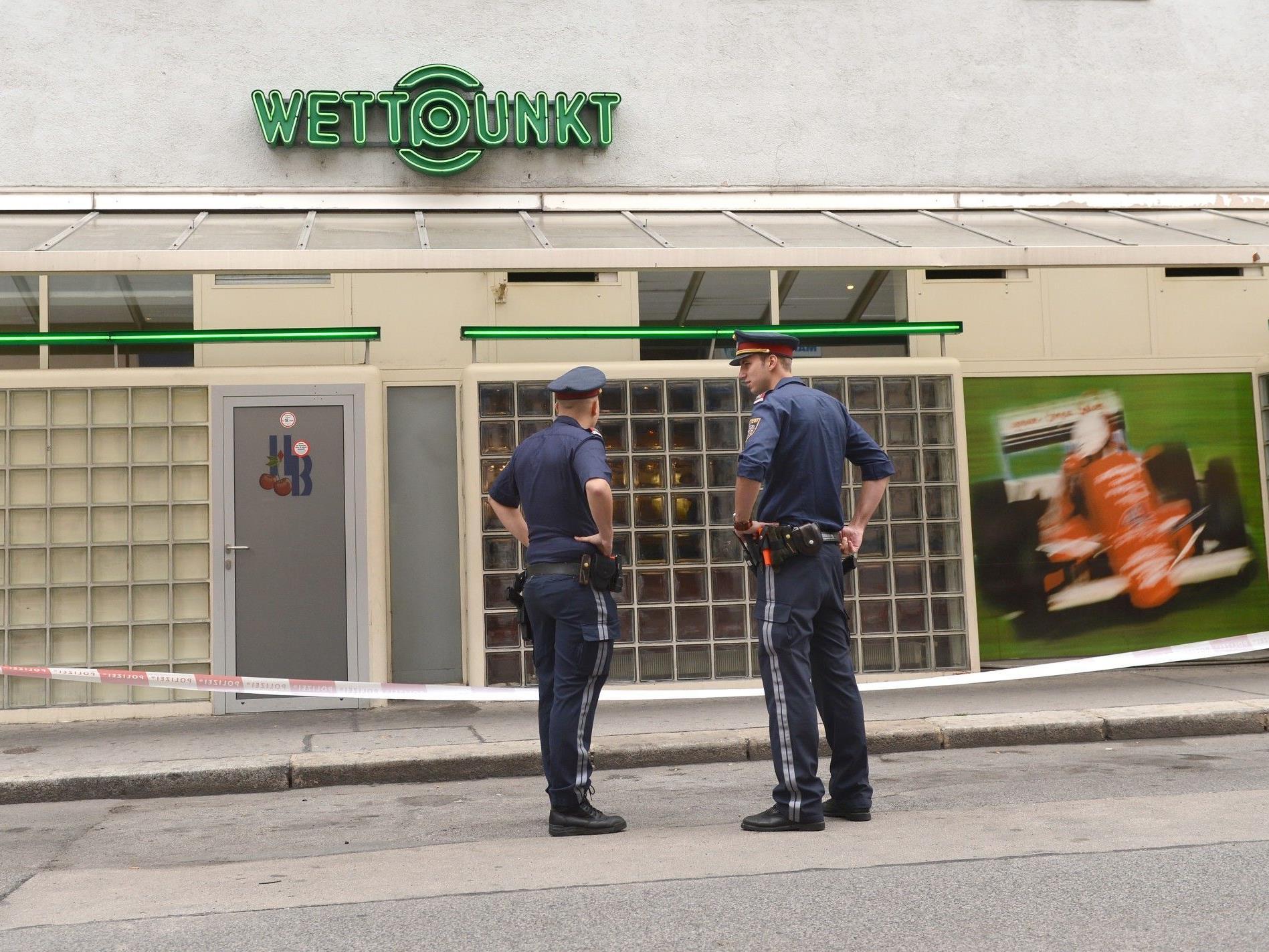 Überfall auf Wettbüro in Wien: Mitarbeiter schwer verletzt