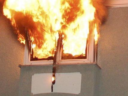 Brand in Floridsdorf: Mieterin bei Löscharbeiten gefunden