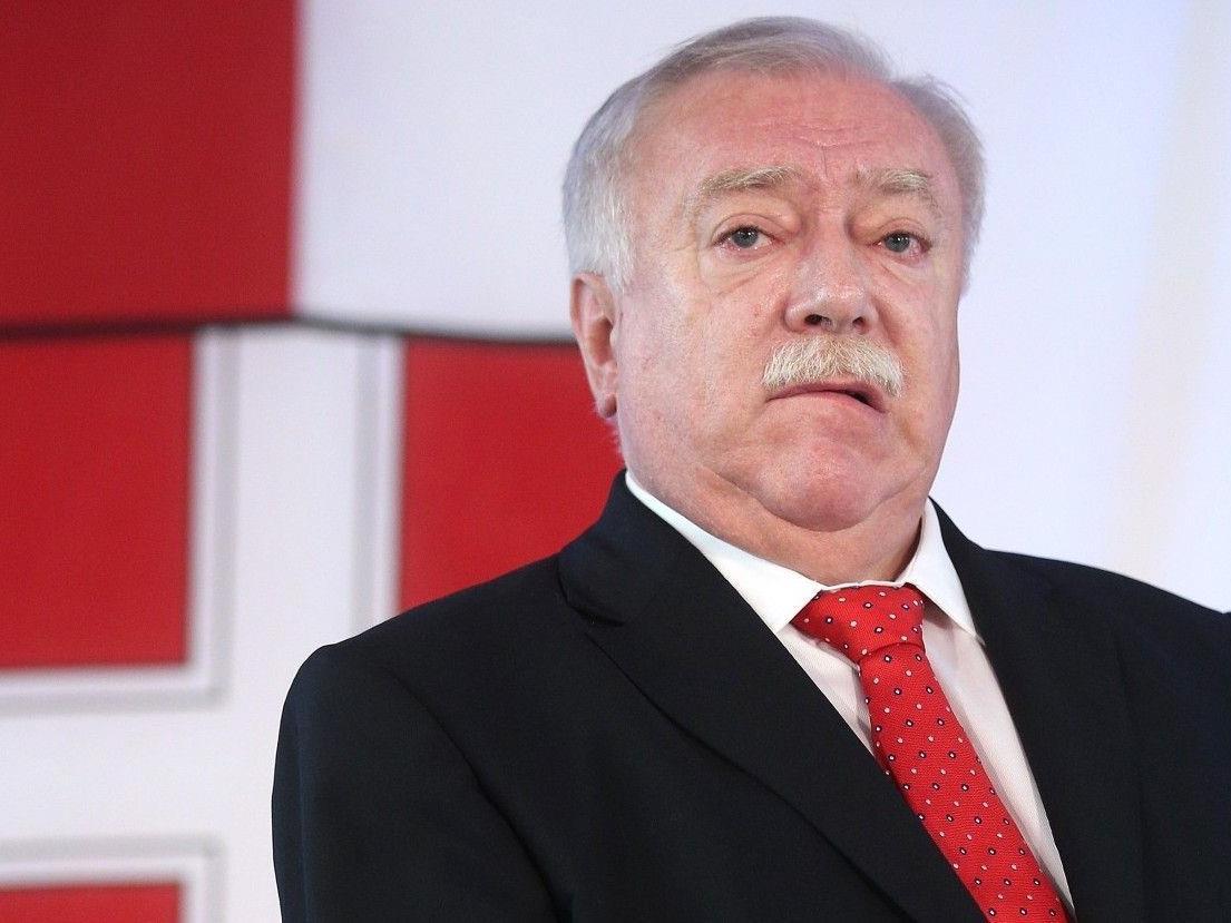 Der Dienstwagen von Bürgermeister Michael Häupl stand in Wien-Josefstadt in Flammen.