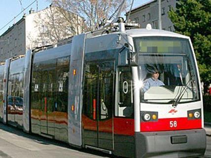 Der Pensionist hatte scheinar nicht auf die Straßenbahn geachtet.