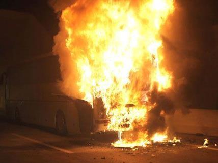 Brennender Reisebus in Kärnten: Die Insassen konnten sich retten.