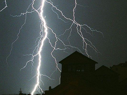 Bei einem Gewitter wurde ein Jogger in Traiskirchen tödlich vom Blitz getroffen