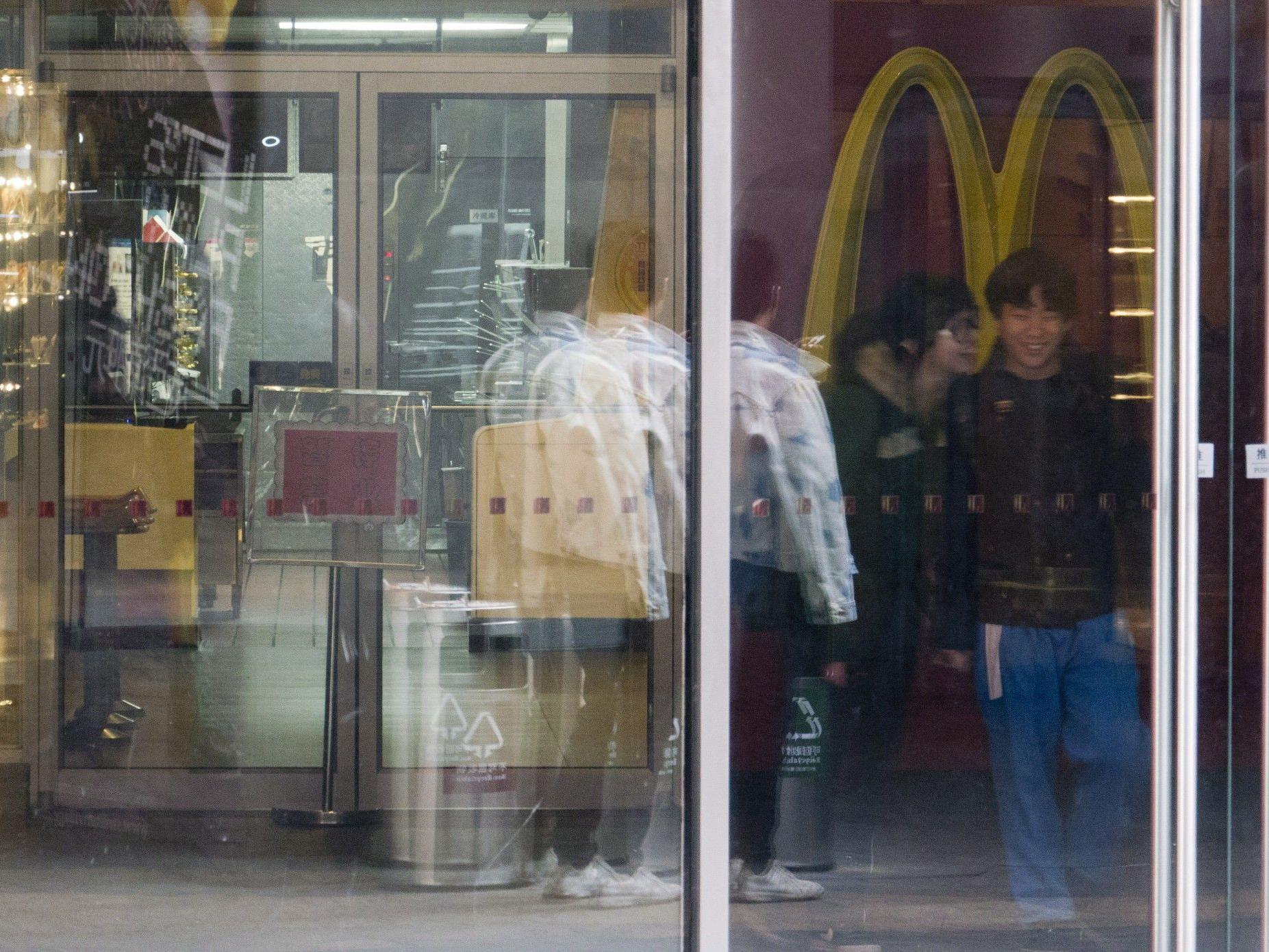 McDonald's-Umsatz stagnierte bei 6,9 Mrd. Dollar.