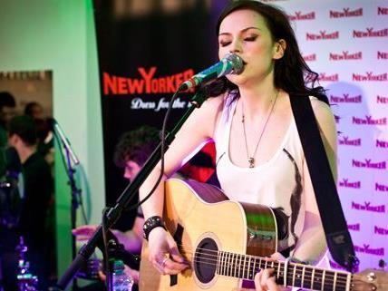 Amy Macdonald spielte unplugged in Wien.