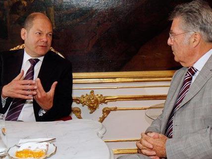 Olaf Scholz - hier mit Bundespräsident Heinz Fischer - ist derzeit auf Arbeitsbesuch in Wien.