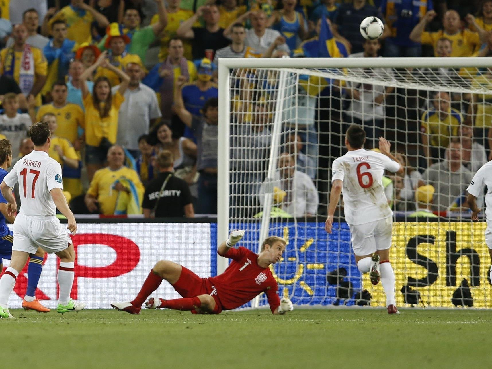 """Euro 2012: Marko Devic (l.) nach seinem """"Tor"""" gegen England."""