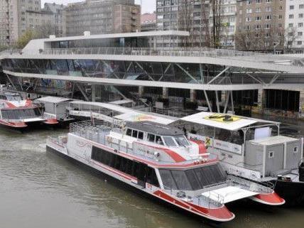 Die Fahrt über den Donaukanal wird von Live-Musik begleitet.