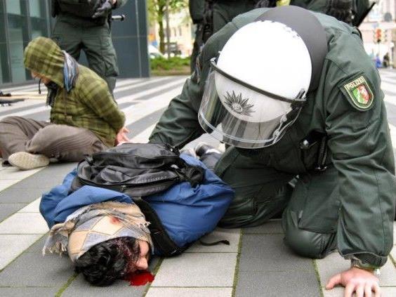 Die Vereinigung des Wiener Islamisten wurde aufgelöst - hier der Polizeieinsatz in Tübingen
