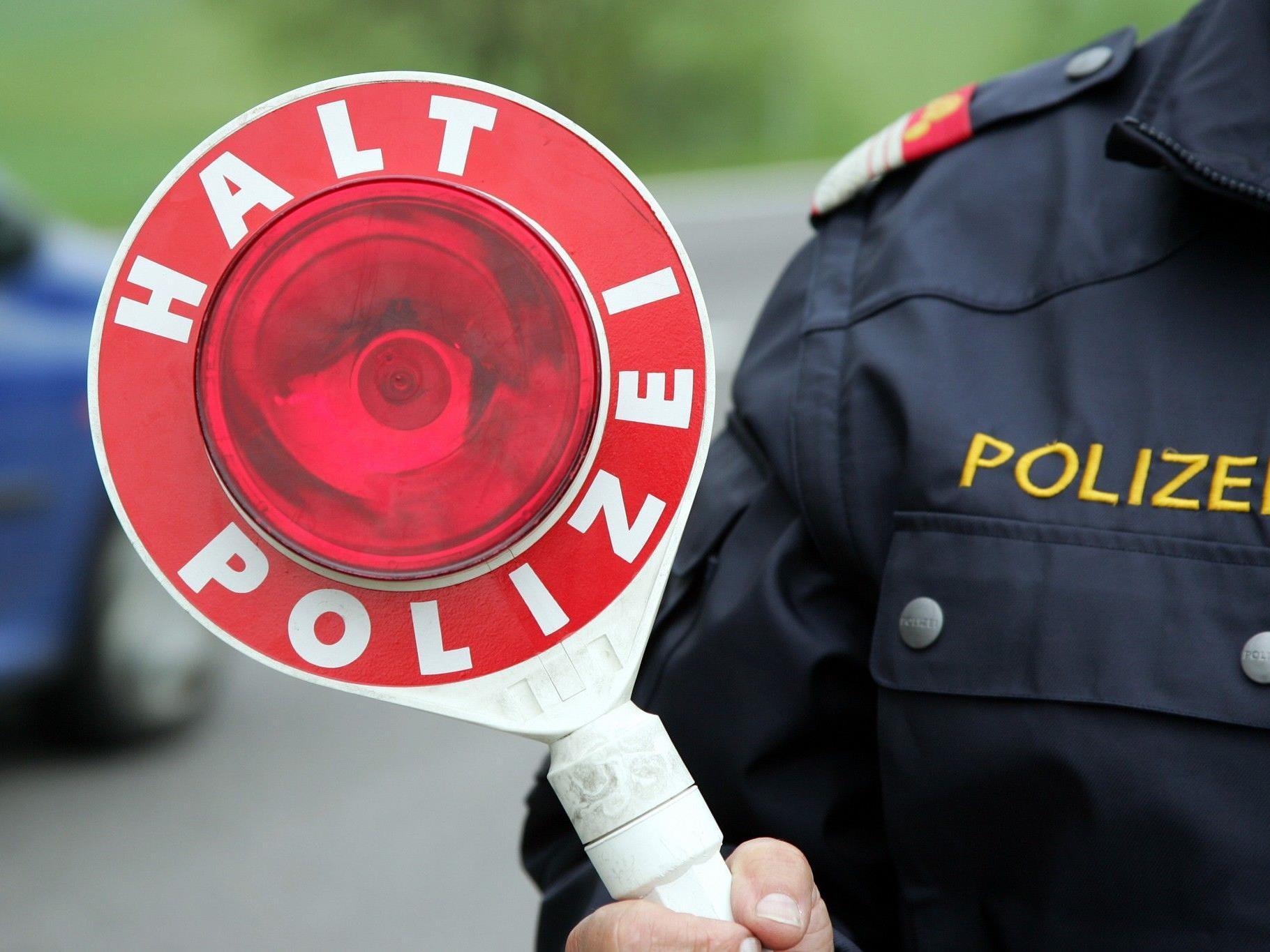 Ein Polizist wurde von dem flüchtenden Exhibitionisten auf der Stirn verletzt.