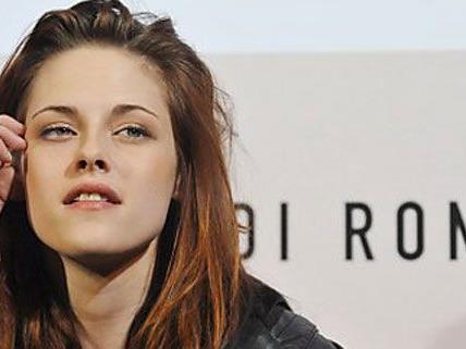 Kristin Stewart bat Robert Pattinson um Verzeihung, es tue ihr unendlich leid ihn betrogen zu haben.