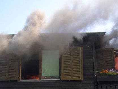 Am Samstagvormittag brach in Kritzendorf Feuer in einem der Holzhäuser aus.