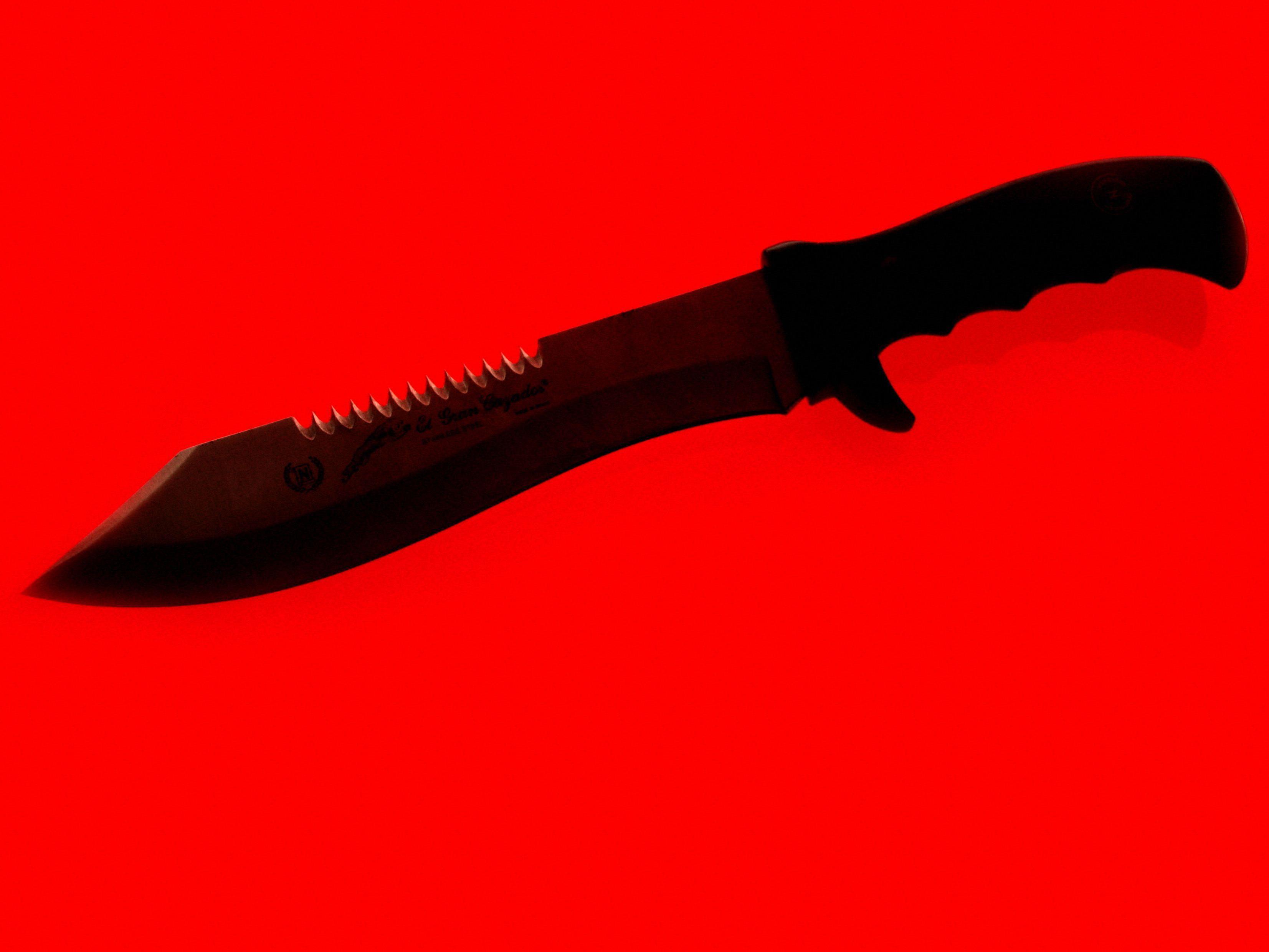 Ein Messer zog der Räuber im Drogeriemarkt