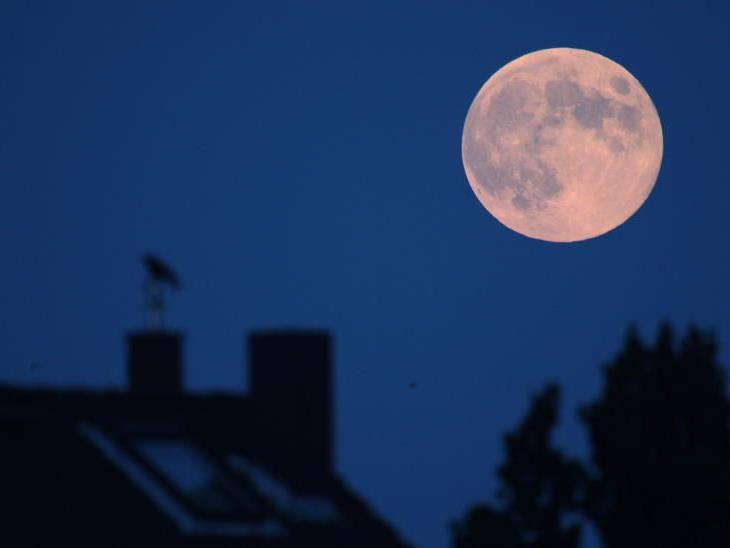 Mondstaub birgt Gefahren für Haut, Augen und Atemwege.