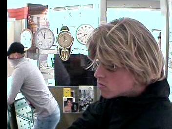Kennt jemand diese Männer? Sie haben den Juwelier in Meidling überfallen.