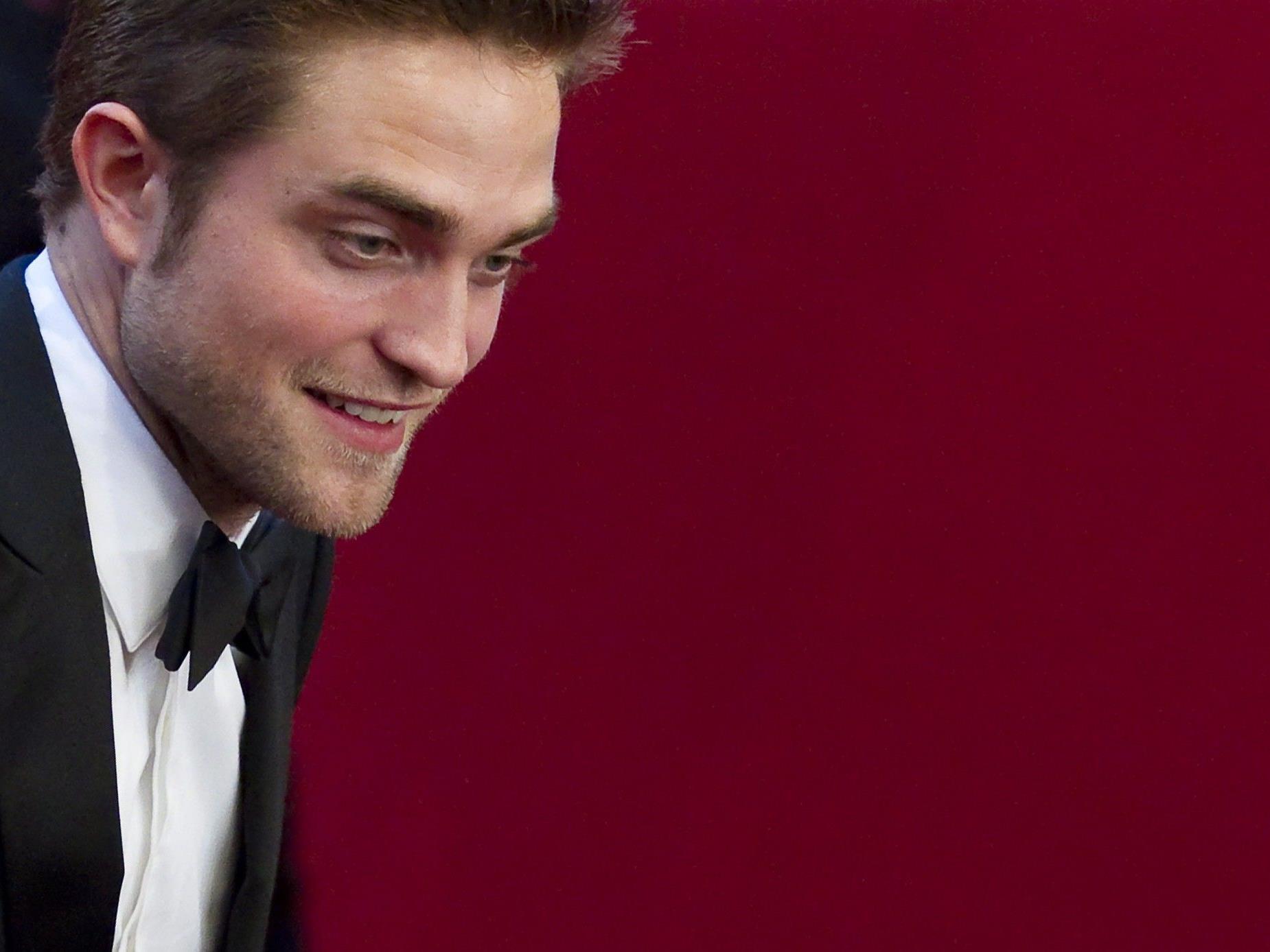Robert Pattinson tröstet sich nach der Trennung von Kristen Stewart mit fremden Frauen.