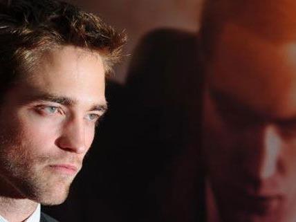 Will Klartext reden: Robert Pattinson sucht das Gespräch mit Sanders.
