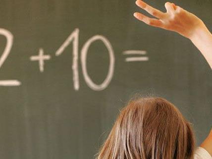 Weil sie ein Härgerät trägt, durfte Regina nicht zum Aufnahmegespräch in die Volksschule kommen.