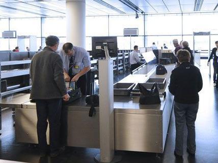 Mitarbeiter berichten über Sicherheitsmängel am Flughafen, die von den Betreibern aber dementiert werden.