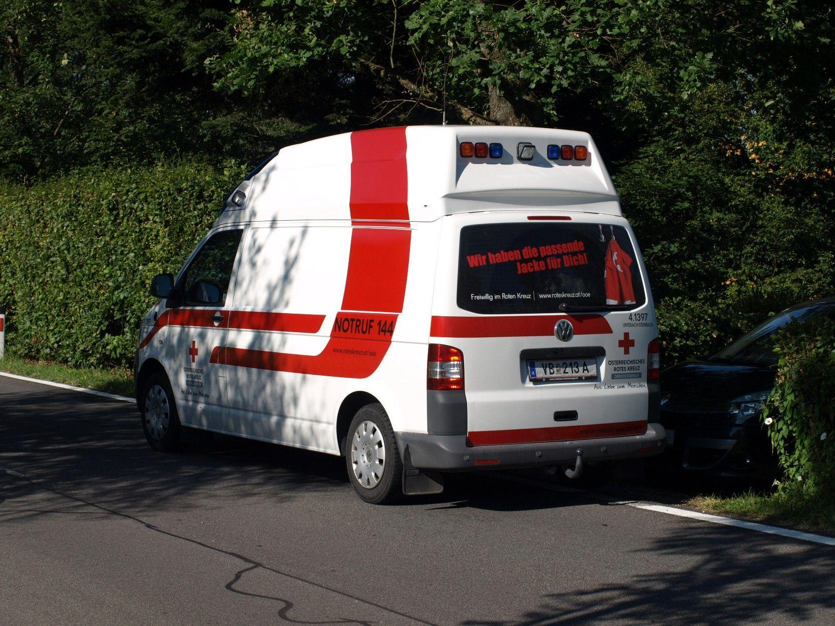 Die Schwimmerin wurde in das Unfallkrankenhaus nach Salzburg gebracht.