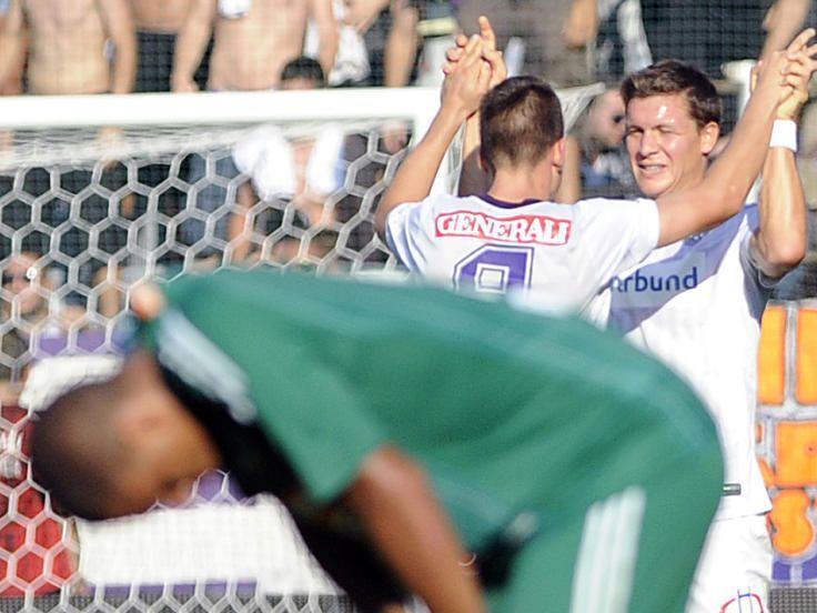 Tomas Simkovic und Marko Stankovic jübeln über ein Tor von Austria Wien gegen Rapid Wien