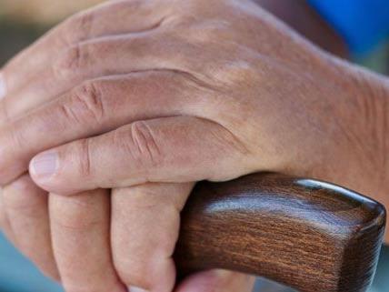 Pensionistin Favoriten in eigener Wohnung überfallen