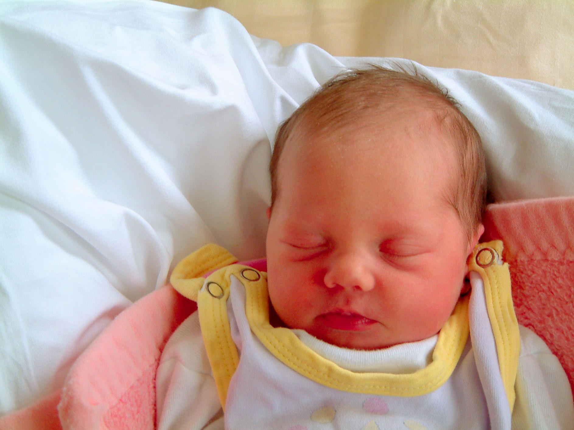 Das Mädchen ist in einem Rettungswagen im Bezirk Braunau zu Welt gekommen.