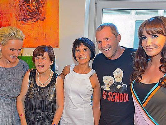 Bei der Vernissage der Schwester von Manfred Baumann, Petra Gabriel, waren zahlreiche Promis zu Gast
