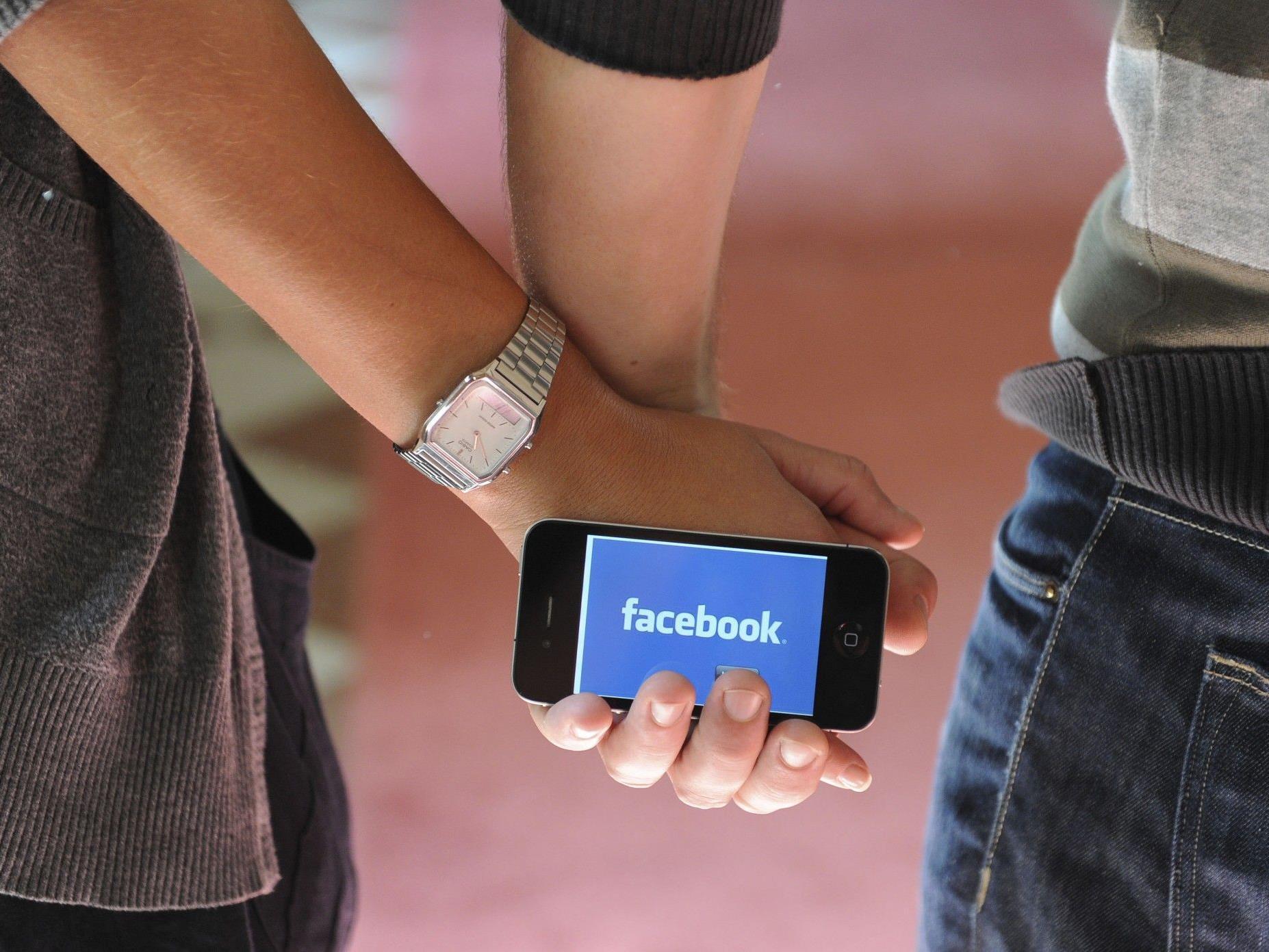 Facebook: Allein im Juni meldeten sich 102 Mio. Nutzer ausschließlich mit mobilen Geräten an.