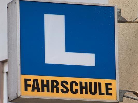 Wurde in einer Fahrschule in Ottakring bei einer Prüfung geschummelt?